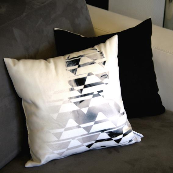 duo de coussin collection feminite declaree femme geometrique blanc noir gris housse coussin canape deco maison made in france interior design
