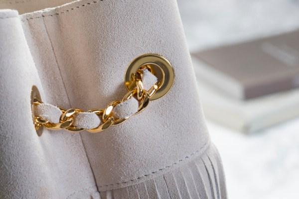 detais curi matiere chainette dorée coloris creme sac seau bourse frange tendance printemps ete