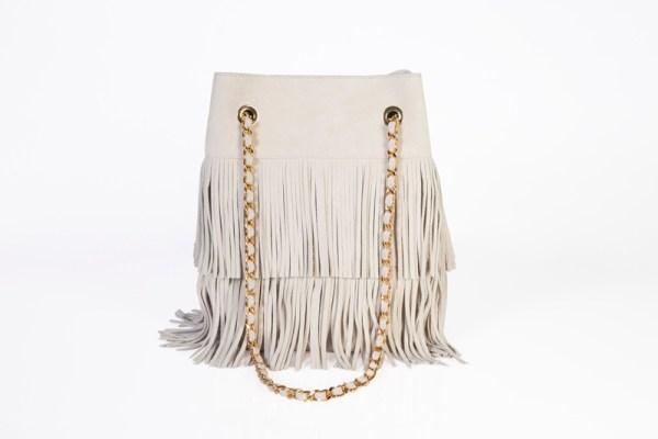 sac seau made in france créé et designé par anita varry mohanita creations vue de dos frange chaine coloris creme et doré boheme chic mode femme
