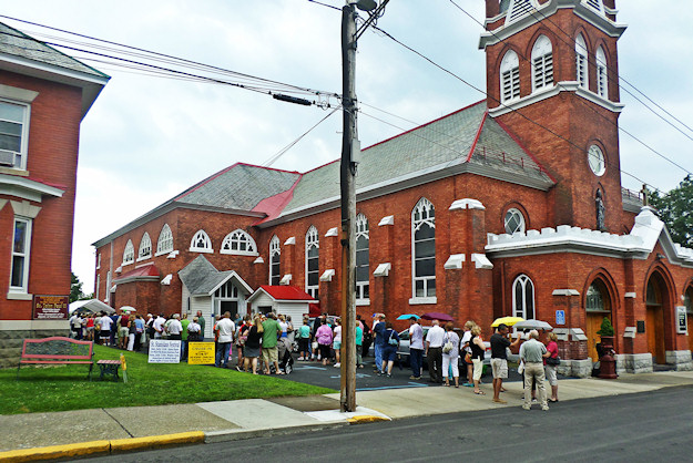 St. Stan's holds annual Parish Festival