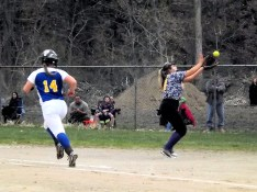 Amber Iannotti making a catch at first base