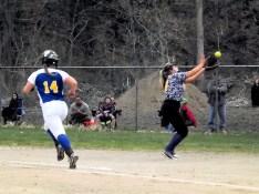 Amber Iannotti making a catch at first base