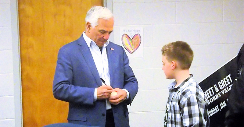 Bobby Valentine speaks, four inducted at Amsterdam baseball hall of fame ceremony