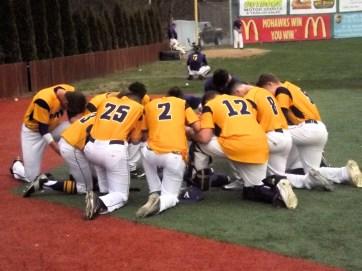 AHS pre game team huddle