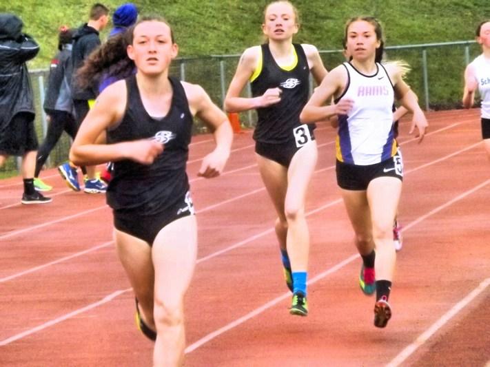Olivia Lazarou (right) in 3000 meter run
