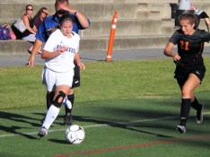 Lydia Iorio moves the ball up field