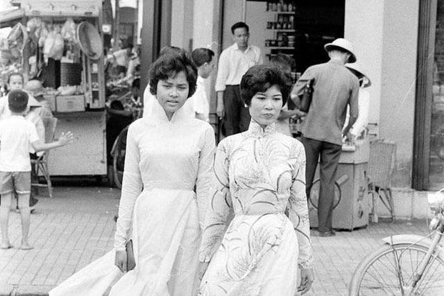 Sài Gòn xưa: Guốc Ngù Ngà