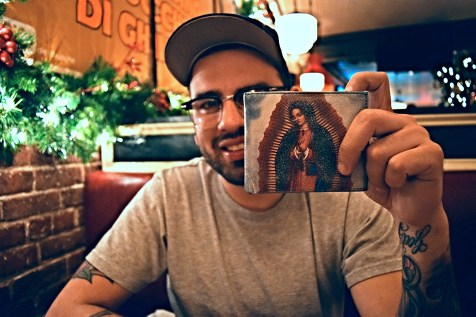 Lupita is in Luis' wallet
