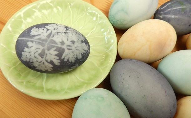 Natural-Dyed-Eggs