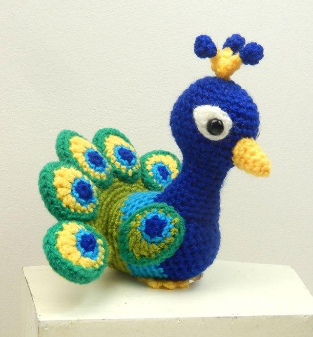 Paco the Peacock crochet pattern - Amigurumi Today | 657x611