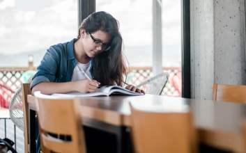 Menjadi Ambis atau Tidak Ambis dalam Pusaran Kehidupan Mahasiswa