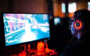 Alasan Saya Ketagihan Nonton Aplikasi Bigo Live Derita Pemain Game Online yang Main Pakai HP