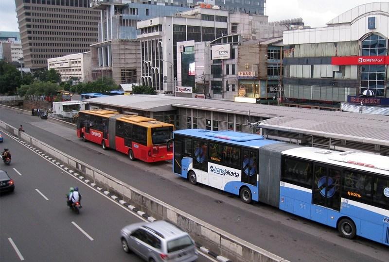 Beberapa Sanksi Jitu yang Bisa Diterapkan Bagi Pengendara yang Suka Nyerobot Jalur Busway