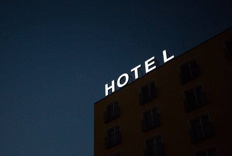 pasangan ilegal, Jangan Jadi Manusia Norak Saat Menginap di Hotel!