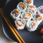 Tidak Cuma Cara Makan Soto, Cara Makan Sushi Juga Perlu Diperdebatkan!