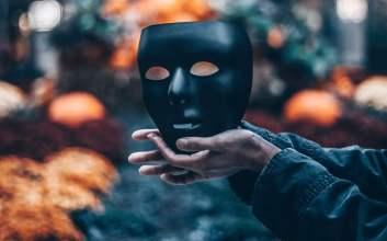 Alasan Terselubung Seseorang Bikin Akun Alter di Media Sosial