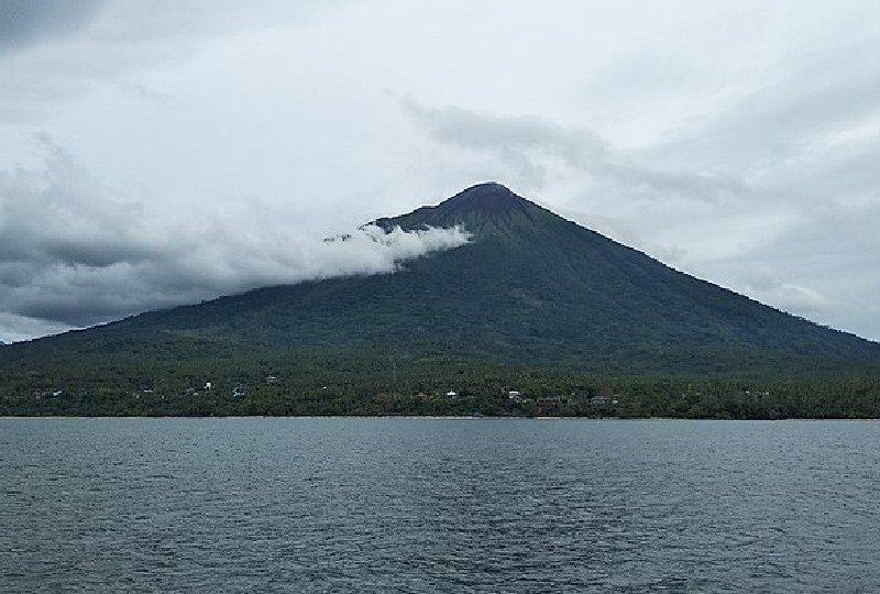 gunung gamalama ternate lagu indonesia timur anak rantau kuliah mojok
