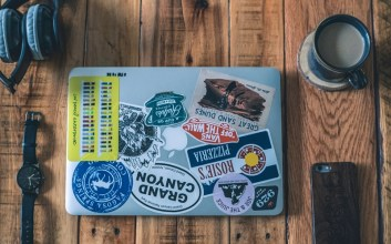 Tipe-tipe Orang Berdasarkan Stiker Laptop Miliknya