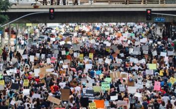 reformasidokorupsi polisi gembosi lemahkan mahasiswa pelajar video pengakuan kantor polisi polda metro jaya demonstrasi aksi mojok