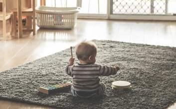 cara bayi memproduksi bahasa dan melakukan kategorisasi pemerolehan bahasa mojok.co