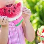 mitos biji buah yang tertelan mojok.co