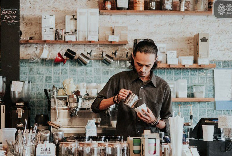 kedai kopi ramai tapi penjualan sepi kafe coffee shop mojok.co