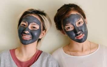 Kesalahan Umum Pakai Clay Mask yang Masih Bandel Dilakukan masker wajah sheet mask terminal mojok.co