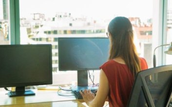 wfh permanen panduan memilih laptop kerja online dari rumah dual monitor ganda mojok.co