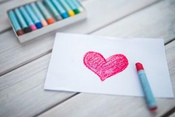 Empat Hadiah Romantis Pengganti Cokelat di Hari Valentine