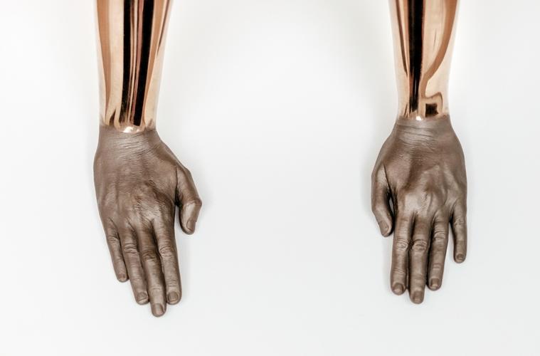 Tangan-Tangan Para Bek
