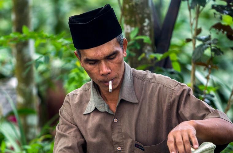 Merokok dan Jatuh Cintalah dengan Sukarela