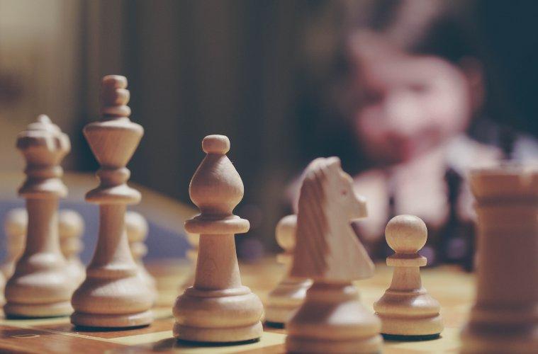 Maret Istimewa: Raja 8, 9, 10, dan Kukutnya Mojok