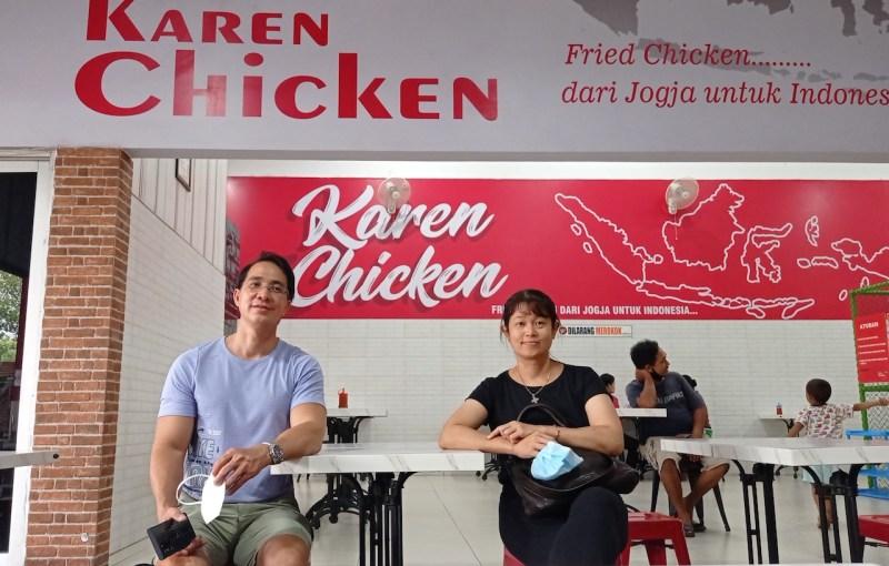 Kunardi Sastrawijaya dan Aurora Sri Rahayu, pendiri dan pemilik Olive Fried Chicken. Foto oleh Agung Purwandono/Mojok.co.