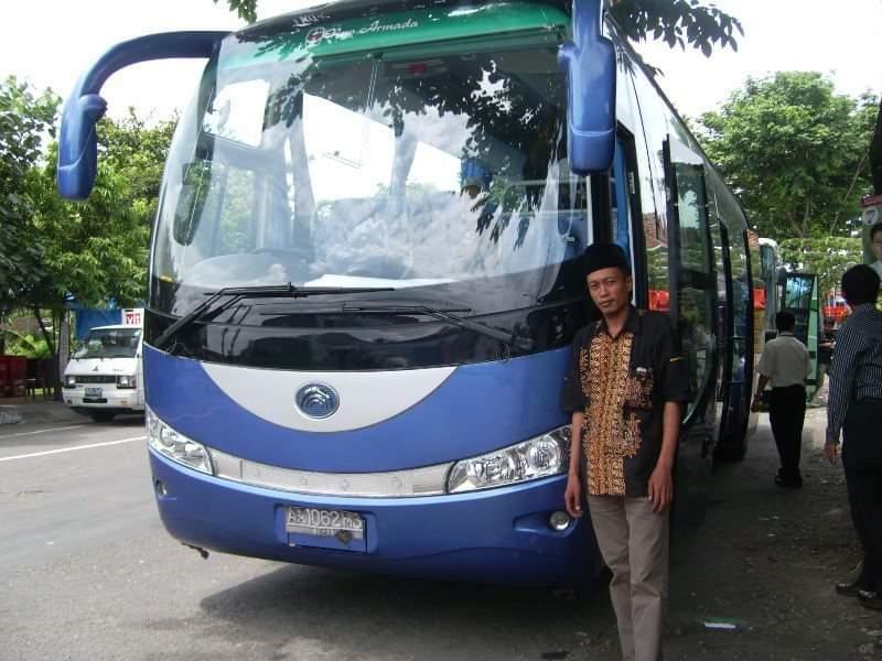 Kiai M Fauzi, kiai Madura yang hobi naik bis. Foto dokumen Kiai M Fauzi