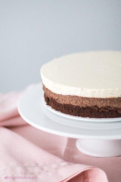 Delikatny tort musowy