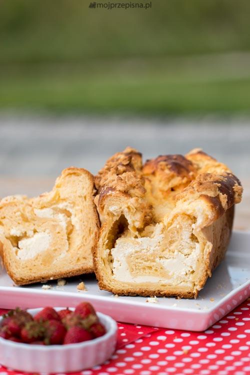 Placek drożdżowy na żółtkach z serem
