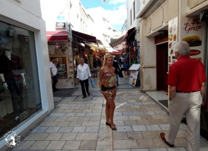 Mój Punkt Widzenia Blog - uliczka i stragany w Bodrum, Turcja