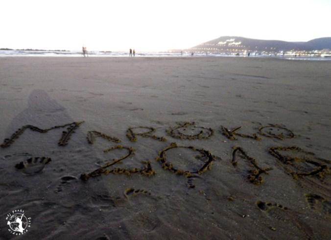 Mój Punkt Widzenia Blog - plaża i napis Maroko, Agadir