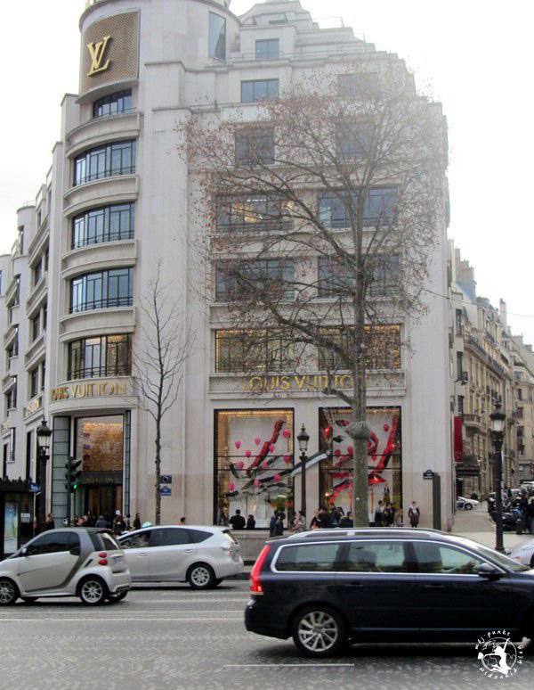 Mój Punkt Widzenia Blog - Pola Elizejskie, sklep Louis Vuitton w Paryżu