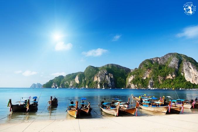 tajlandia-lodzie-slonce-wakacje
