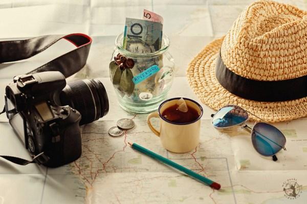 Aparat, kapelusz, okulary i mapa czyli ważne przedmioty w podróży