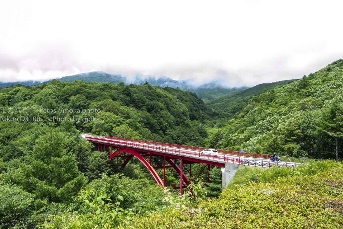 八ヶ岳高原ラインの赤い橋「東沢大橋」