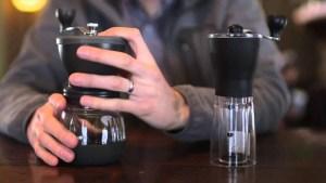 Hario Skerton Seramik Kahve Değirmeni & Hario Smart G Kahve Öğütücüsü