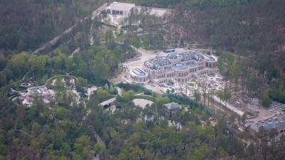 «Кінець епохи бідності»: в мережі показали розкішний маєток, який імовірно належить олігарху Ахметову