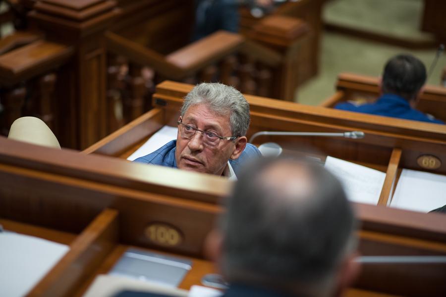 Știrile dimineții: Ghimpu a declarat că Plahotniuc va fi următorul prim-ministru