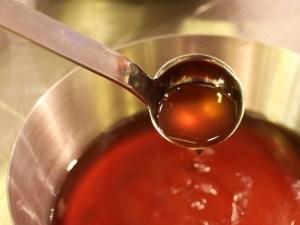 Naudanlihaa, laakerinlehtiä ja maustepippuria - niistä syntyi meidän liemipohja.