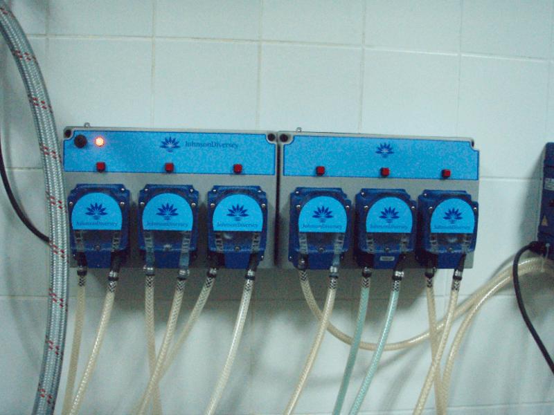насосы для подачи жидких моющих средств в прачечной