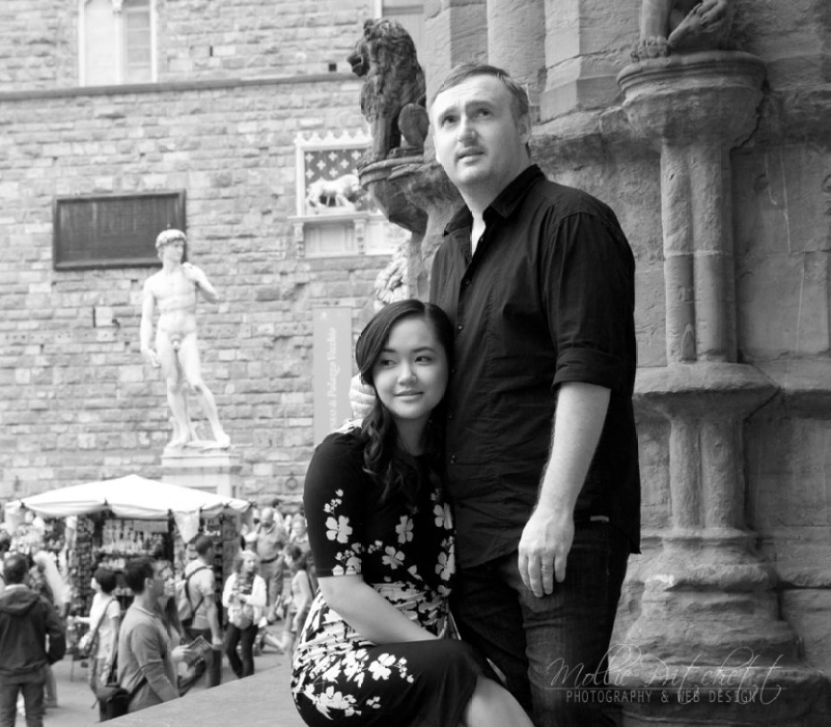 Honeymoon Photo Shoot in Florence Italy near Palazzo Vecchio