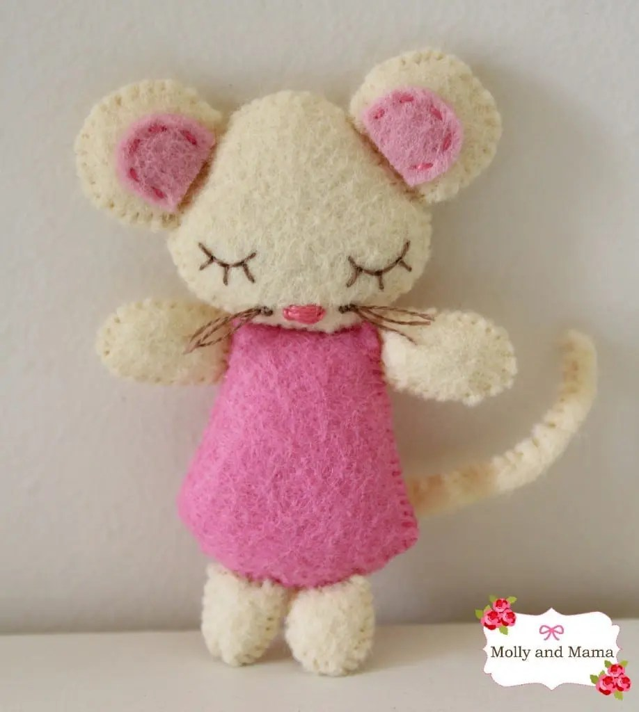 Christmas Mouse and Stocking Tutorial from Molly and Mama