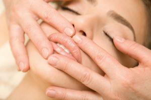 Как правильно делать массаж губ после их увеличения